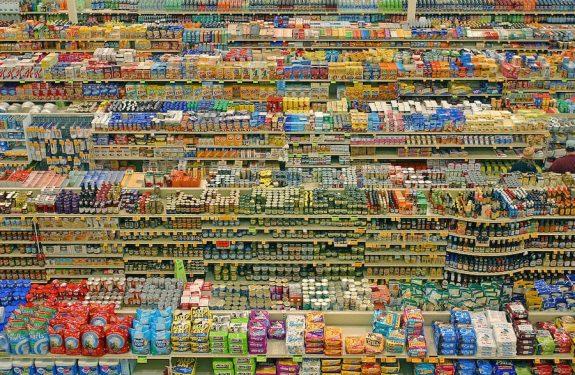 Les consommateurs du monde entier dépensent moins pour presque tout. Même l'alcool.